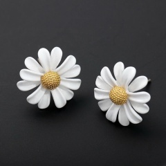Daisy short enamelled stud earrings Stud earrings