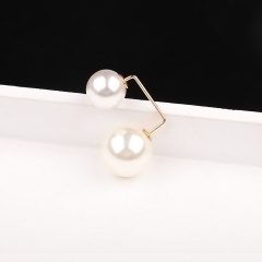 Pearl anti - ray brooch 1