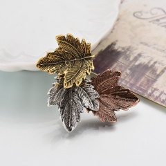Maple leaf brooch collar 1