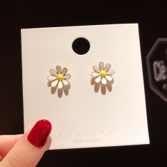 Small Metal Gold Cute Stud Earring with Card Jewelry Flower