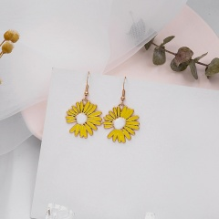 Daisy petal stud earrings Yellow