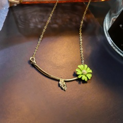 Daisy Metal Pendant Chain Necklace Green