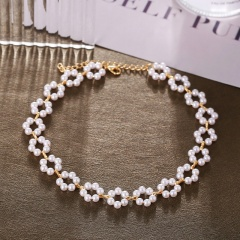 Flower imitation pearl short necklace (Chain length: 33+7.5cm) gold